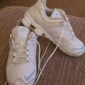 Nike shox kids sz 2y